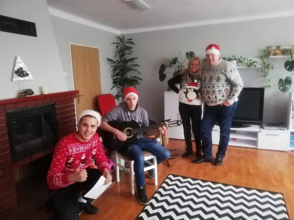 """Akcja ,,Świąteczna Niespodzianka"""""""