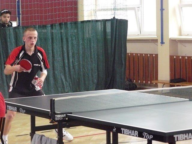 Awans Marcina Reszki do zawodów wojewódzkich w tenisie stołowym