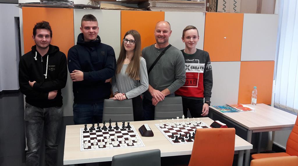 Drugie miejsce w zawodach powiatowych dla szachistów z RCEZ