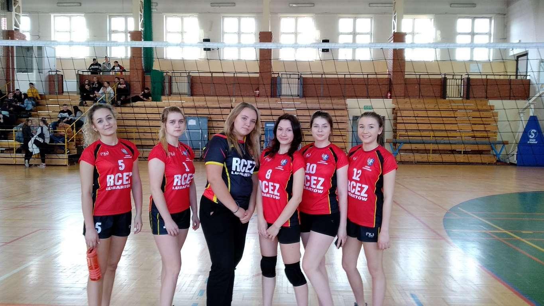 Dziewczęta z RCEZ w mistrzostwach powiatu w siatkówkę 2020