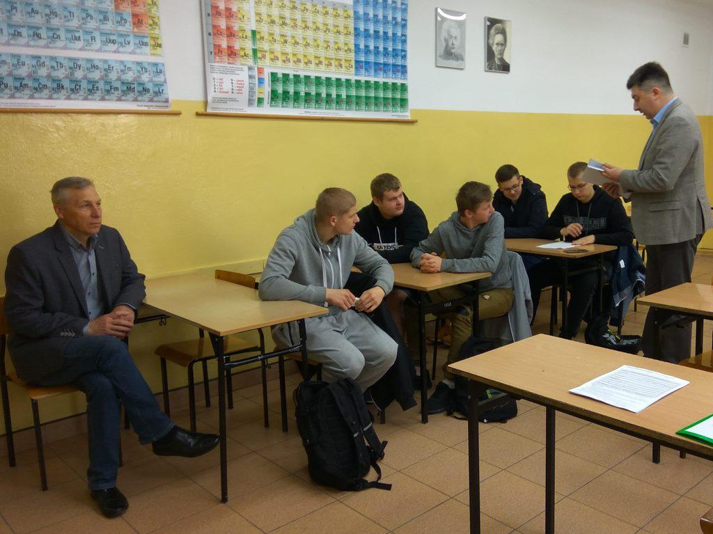 Egzamin czeladniczy dla uczniów – pracowników młodocianych