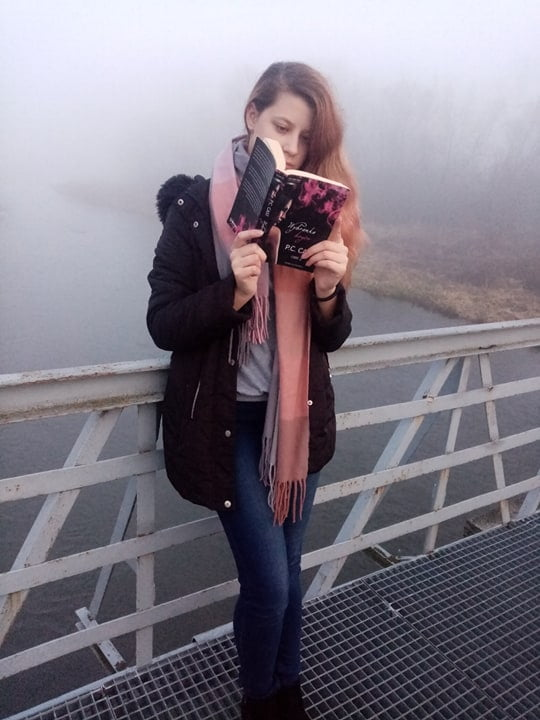 """Konkurs czytelniczo – fotograficzny """"Z książką mi do twarzy"""" 2020"""