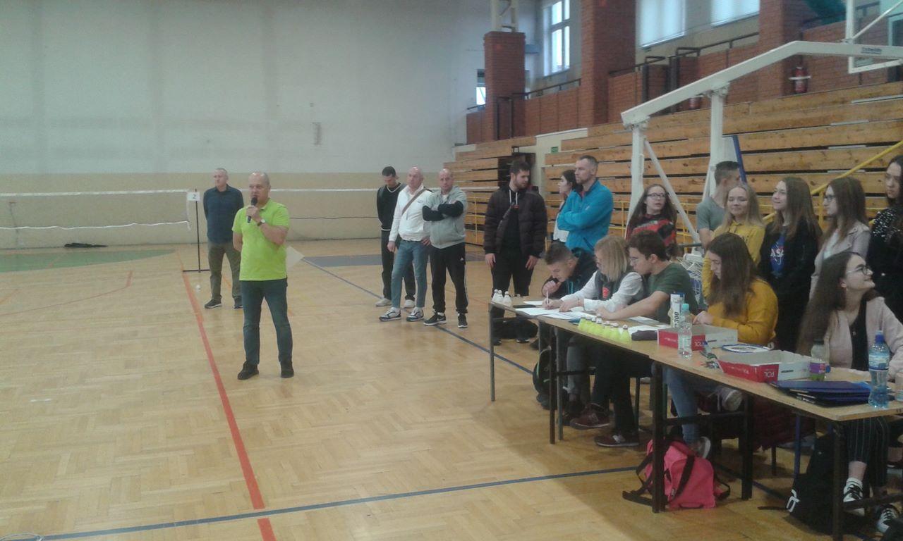 Nasi uczniowie podczas rejonowych eliminacji w badmintonie