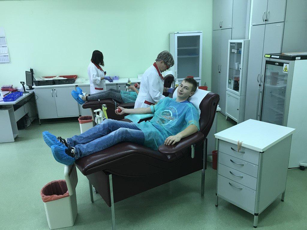 Nasi uczniowie pomagają, wspólnie oddali krew 2017
