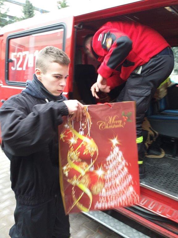 """""""Paczka dla dzieciaka na święta od strażaka"""""""