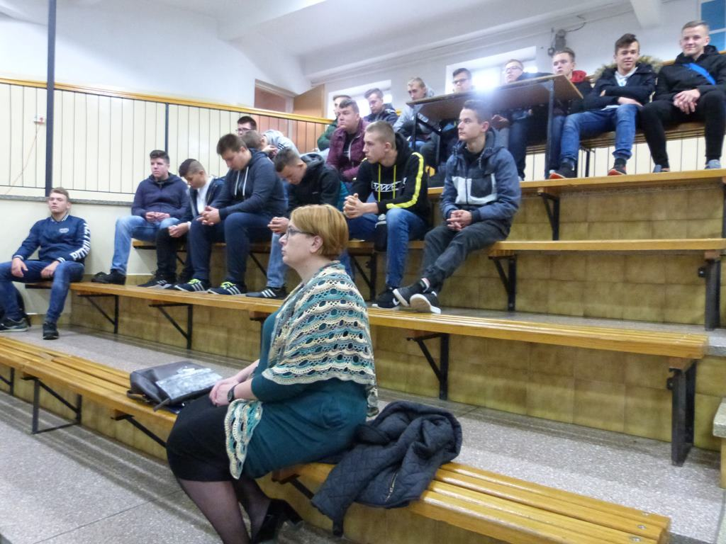 """""""Szkoła do hymnu"""" - apel z okazji 11 listopada"""
