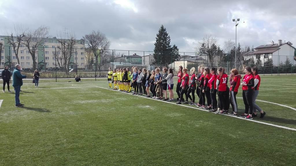 Trzecie miejsce w Mistrzostwach Powiatu w piłkę nożną dziewcząt 2019