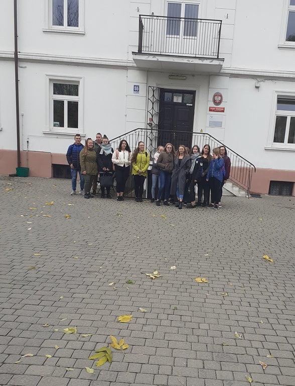 Wycieczka klasy 1 THEk(H)a do Urzędu Skarbowego w Lubartowie