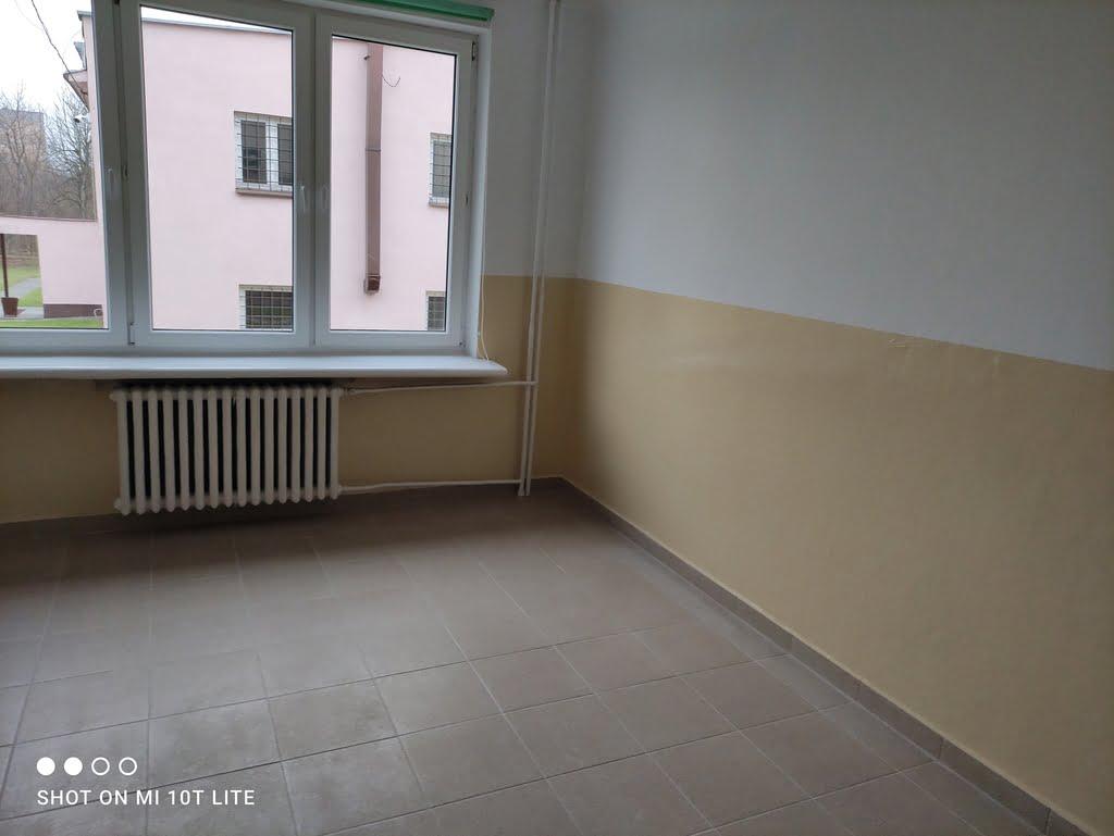 Zajecia-praktyczne-remontujemy-szkolne-pomieszczenia1
