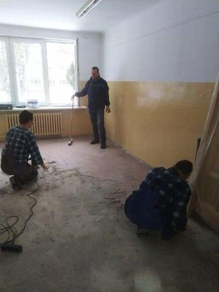 Zajecia-praktyczne-remontujemy-szkolne-pomieszczenia4