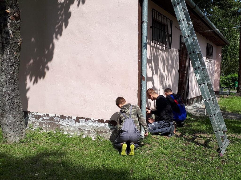 Zajęcia praktyczne - odnawiamy elewację sklepiku szkolnego