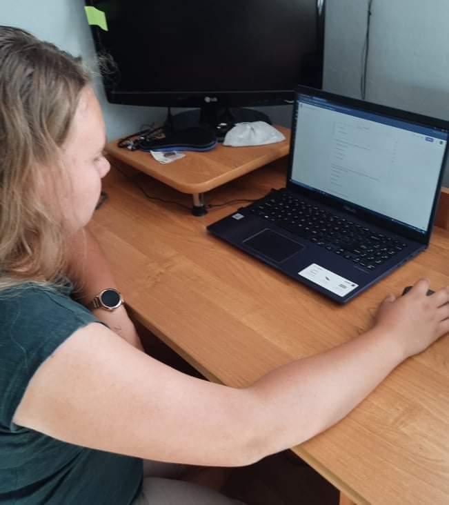 Okawango - Karolina rozwiązuje testy i zadania tematyczne