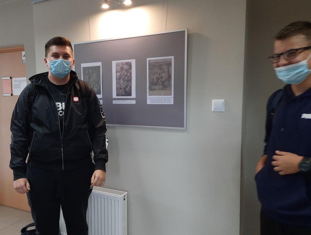 Uczniowie naszej szkoły zwiedzili wystawę z okazji Roku Norwidowskiego w Miejskiej Bibliotece Publicznej w Lubartowie