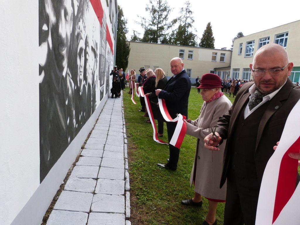 Uroczystość odsłonięcia muralu poświęconego 27 WDP AK